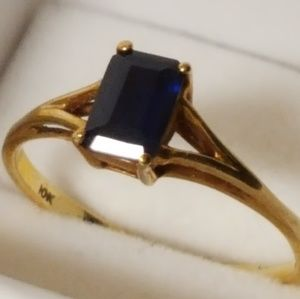 10K Real gold, topaz, 1.13g Sz 5.5